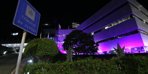 Prédio do TJES fica iluminado na cor roxa para campanha de conscientização da epilepsia