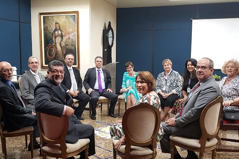 Desembargadores do Tribunal de Justiça do Espírito Santo participam do círculo de paz juntamente com a juíza Drª Patrícia Neves.