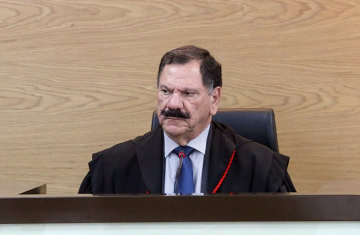 Presidente do TJES, Desembargador Ronaldo Gonçalves de Sousa preside as Câmaras Reunidas.