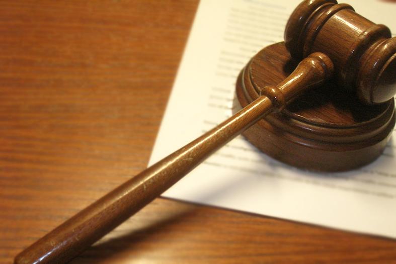 Gavel ou Martelinho, instrumento utilizado por juízes de direito para sentenciar ou fazer intervenções nas sessões.