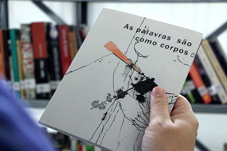 """Capa do livro """"AS palavras são como corpos"""""""