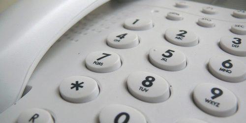 teclas de um telefone fixo